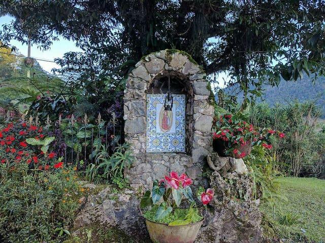 Magical setting Spa & Gardens Family Run
