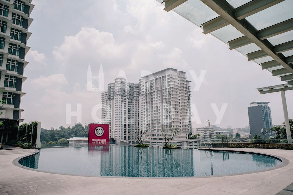 HIGHLIGHT: Infinity pool at the leisure area