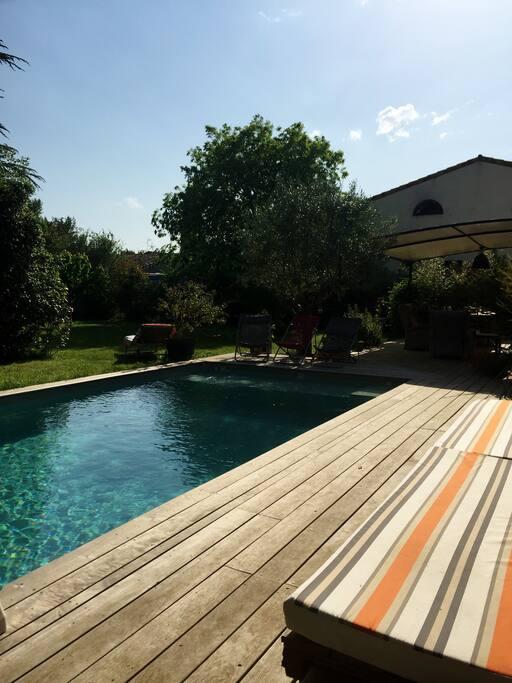Maison d 39 architecte avec piscine houses for rent in for Piscine voves