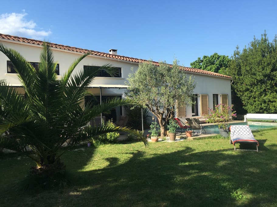 Maison d 39 architecte avec piscine houses for rent in aigues vives occitanie france - Maison architecte mark dziewulski ...