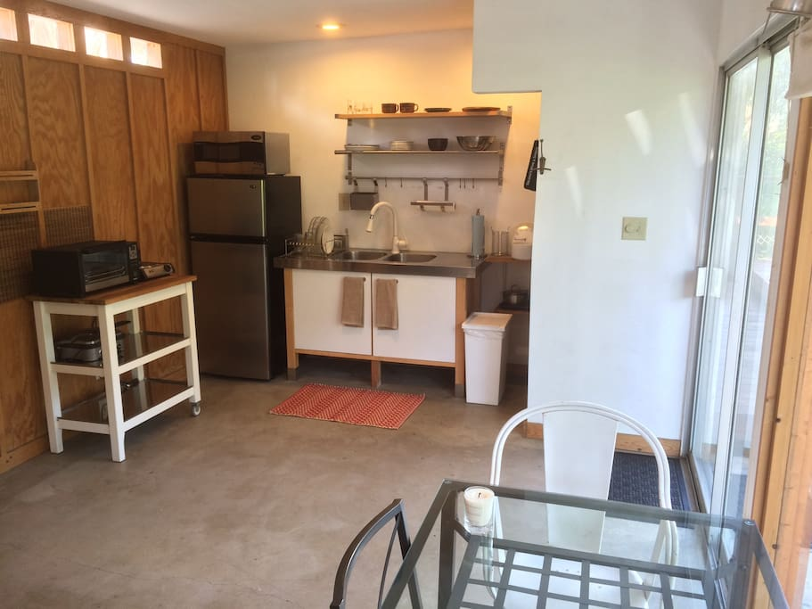 Kitchenette off living area