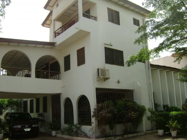(2) private rooms in stylish home - Accra - Rumah