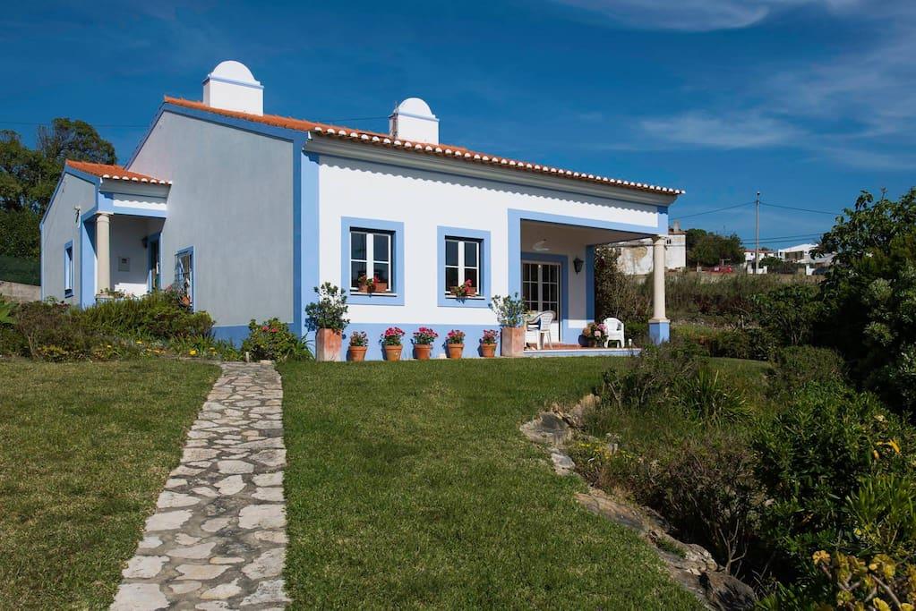 maison de plage azenhas do mar maisons louer colares lisbonne portugal. Black Bedroom Furniture Sets. Home Design Ideas