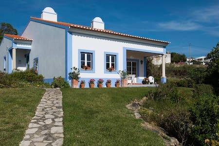 Beach house in Azenhas do Mar