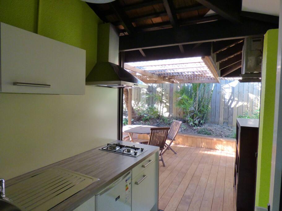 Une cuisine ouverte sur la terrasse