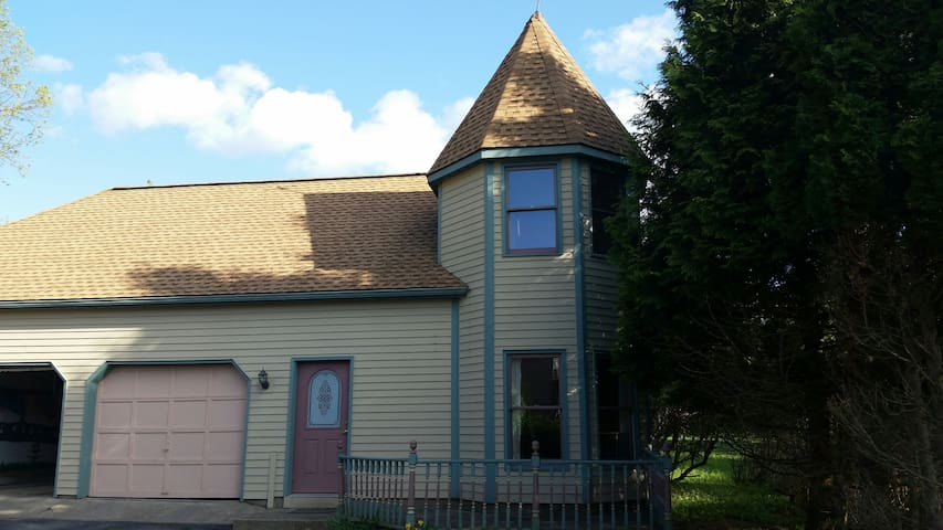 Cazenovia  Carriage House - Cazenovia