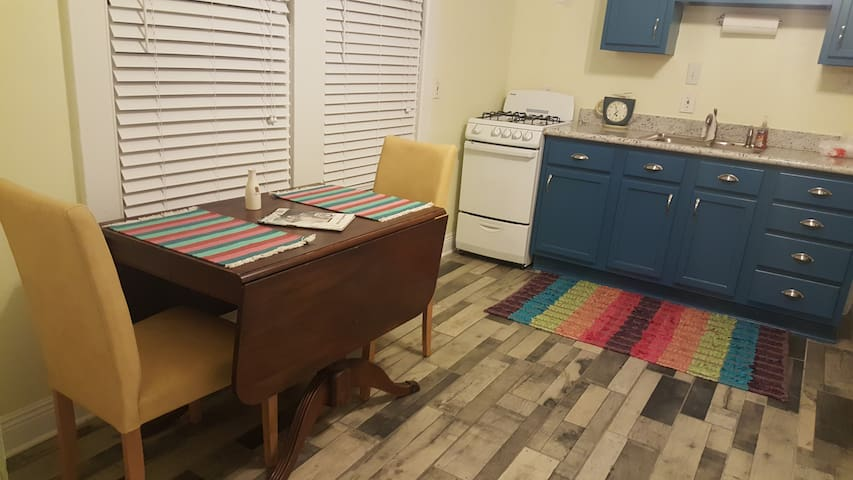 The Little Easy Mid City studio-Clean and adorable