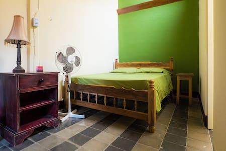 A Quiet, Healthy Little Spot - Granada - Bed & Breakfast