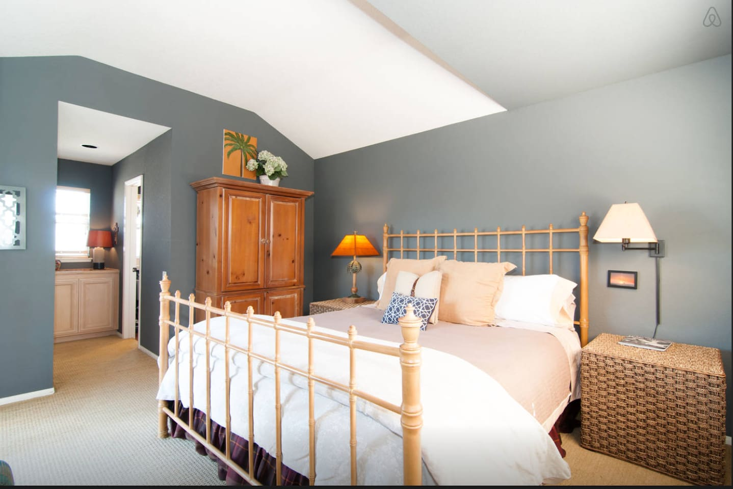 King sized bedroom with premium mattress and bathroom