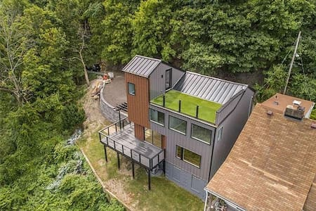Cliffside Contemporary with Irreplaceable Views