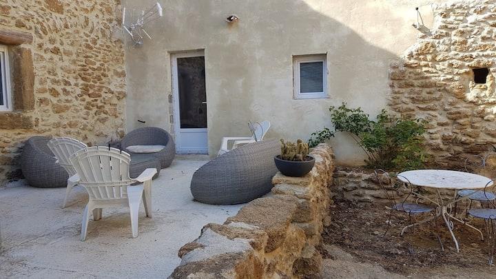 Studio au calme dans un mas provençal