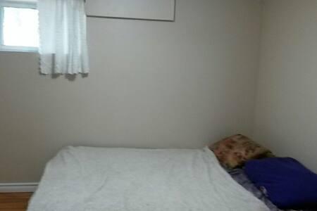 1 furnished bedroom - Hamilton - Talo