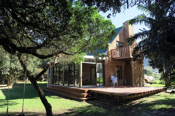 Hidden gem in bush  350m from main beach