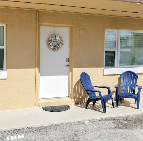 Relax and enjoy the Florida Sun! Parking is right in front of the door.