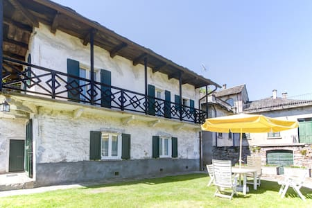 Double storey historical 2BD Cottage w/garden - Brolo - Ev