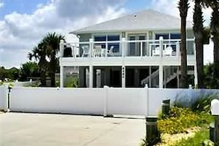 Oceanfront Private 5 Bedroom House August Specials - New Smyrna Beach
