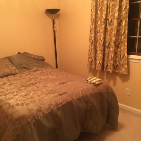 double bed cozy room. - Sewickley - Haus