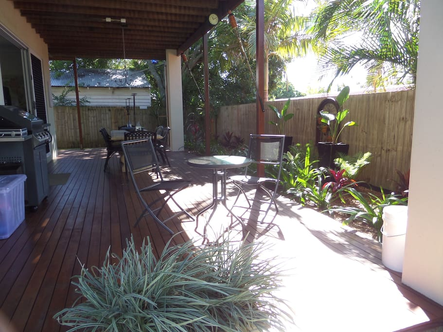 Make the most of our subtropical climate and relax, dine or entertain with your landscaped garden, outdoor kitchen, and fully fenced and secure yard with manicured lawns
