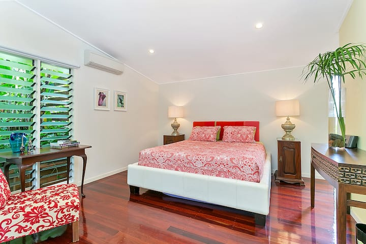 Tabu Bed and Breakfast. Luxury in Tropical Cairns.