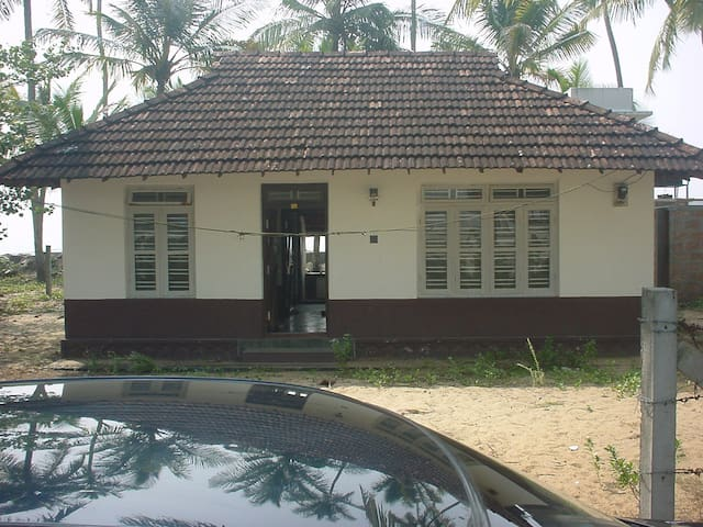 beach property 60 mins from kochi - Kodungallur - Earth House