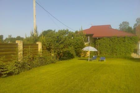 Отдельно стоящий дом в 10 км от СПб - Voyeykovo - 단독주택