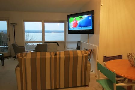 Lakefront Condo with Awesome view - Dewittville - Lyxvåning