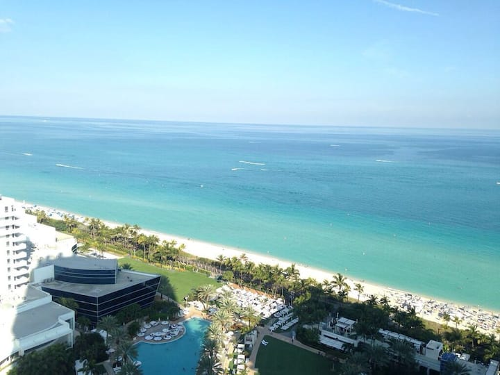 Fontainebleau Oceanview JR. Suite