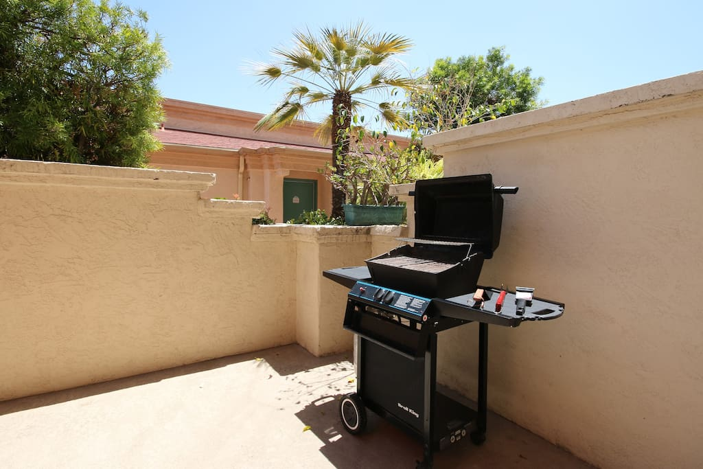 BBQ grill ready waiting for you.