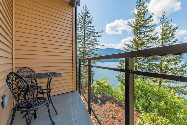 """The Lodge on Harrison Lake"" Guest Suite #1"