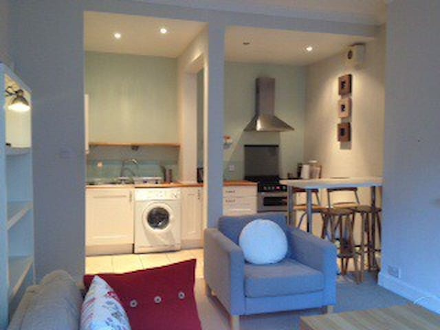 Cute Period Apartment, Broughton Road, Edinburgh