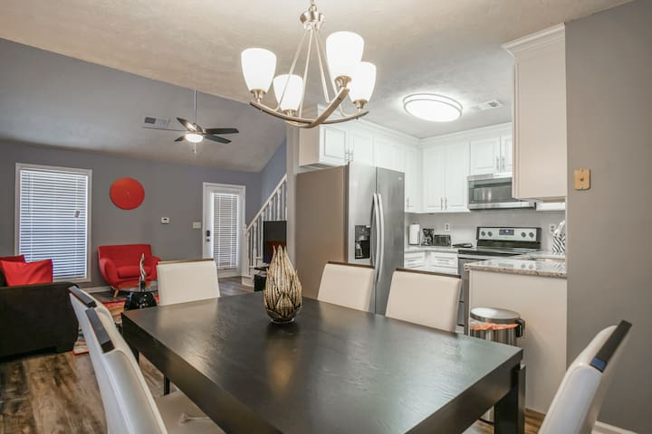 Stunning, Modern TownHome 2Bdr, Conyers