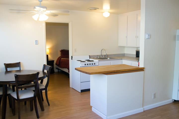 Simple 2Bd 1Ba Apt in Quiet Complex - Sacramento - Apartment