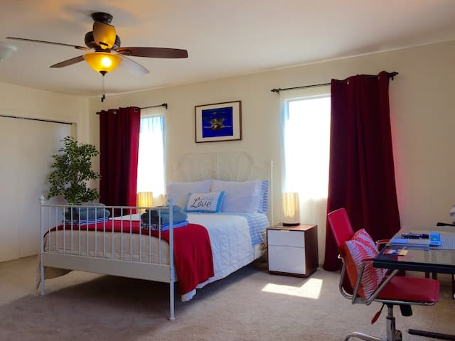 Spacious Private Room & Bath & Parking in PB (2)