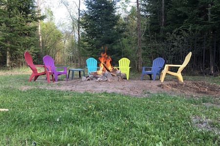KAPS Getaway - Large parking area - Haliburton - Ev
