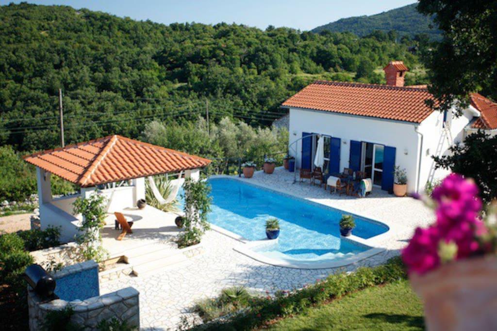 Piccolo paradiso, piscina e padiglione