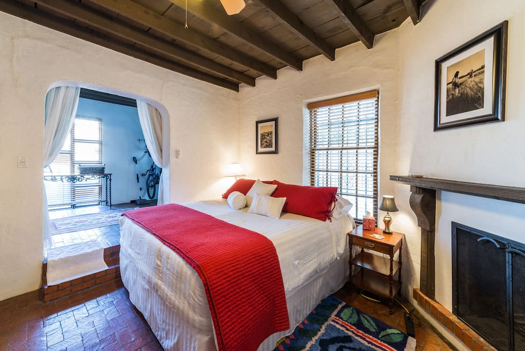 Charming rustic adobe in old town houses for rent in for Rustic home albuquerque