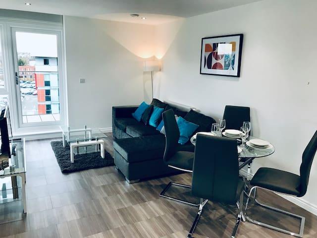 Elstree - Luxury 3-bedroom apartment