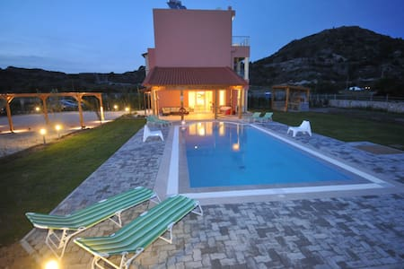 Villa Sephora with heated pool. - ロドス島