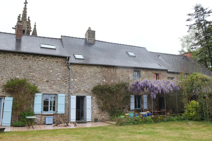 Charming family house 12 persons - Les Iffs - Talo