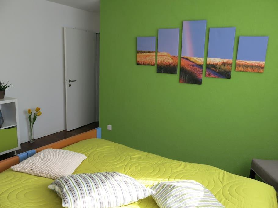 grosszügiges Zimmer mit zwei Einzelbetten