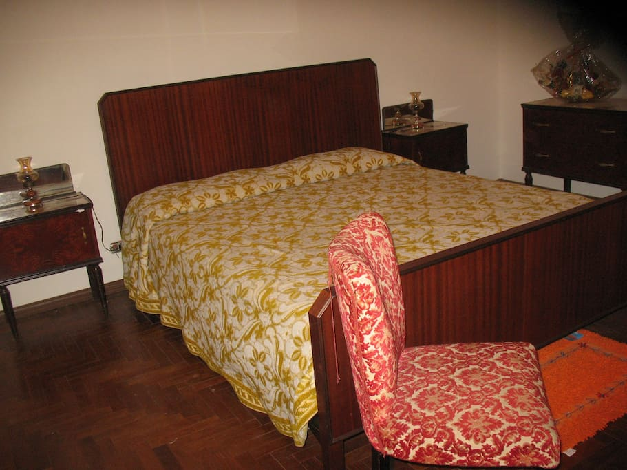 camera con parquet double Bedroom 1