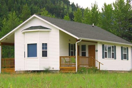 Deep Creek Retreat Guest House - Missoula - Gästhus