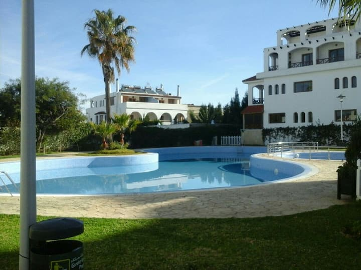 Appartement bien équipé, résidence  avec piscine