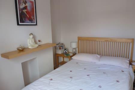 Relaxing, Sunny Double Bedroom - Swindon - Talo