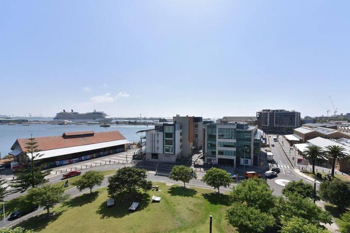 Honeysuckle Haven - harbour facing + walk to restaurants