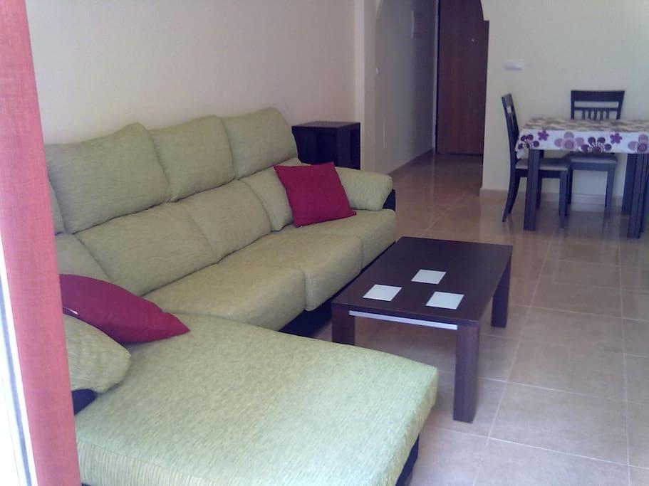гостиная с двуспальным диваном
