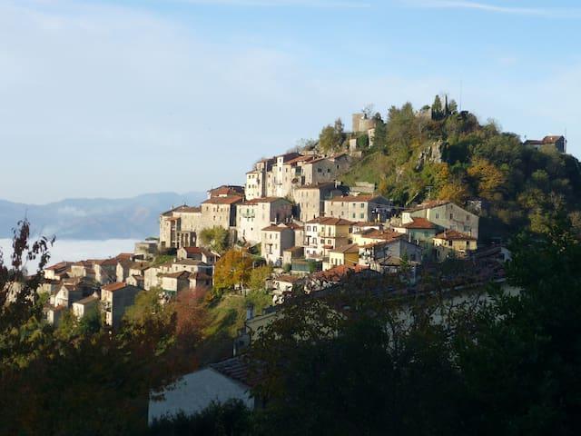 Maison Toscane ds réserve naturelle - Montefegatesi (Bagni di Lucca) - Hus