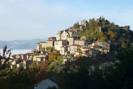 Maison Toscane ds réserve naturelle - Montefegatesi (Bagni di Lucca)