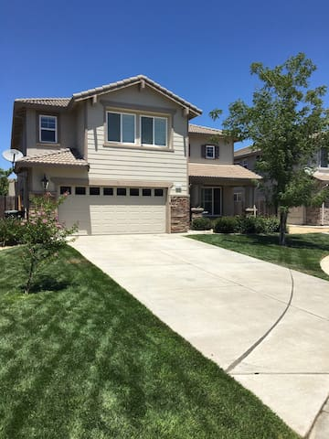Cozy Court 20 mins from Downtown Sacramento - Elk Grove - Rumah