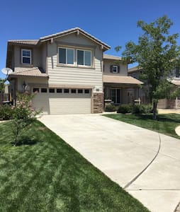 Cozy Court 20 mins from Downtown Sacramento - Elk Grove